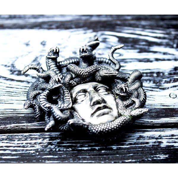 Medusa 250 g Antique finish Silver Coin 15$ Niue 2019
